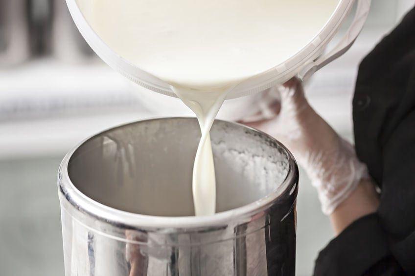 Babybio milk pouring