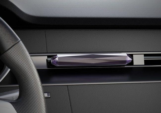 Bloomy Lotus Crystal - Car Clip Diffuser (Black)
